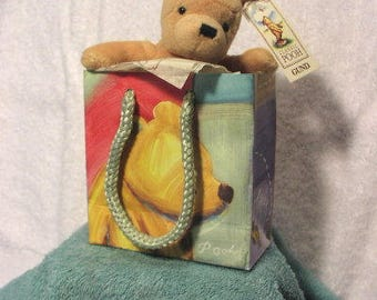Classic Pooh by GUND