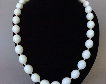 Crown Trifari Lovely White Milk Glass Matinee Length Necklace