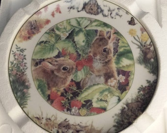 "Vintage 1994 The Crestley Collection: Backyard Buddies, by Sarah Woods Decorative Plate Six, 7.5"" NEW"