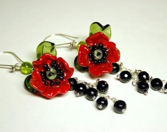 Handmade lampwork earrings with red poppies, glass earrings, red poppies earrings, glass flower earrings, artisan glass