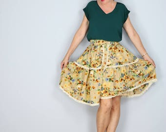 "1990s Skirt - Full Floral Skirt - Ruffle Lace Hem - Flare Skirt - Knee Length - Boho - Dancing Skirt Size XS - Small 24"" - 28"" Elastic Waist"