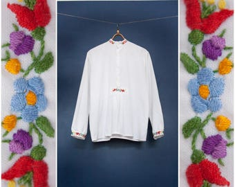 Vintage 70s Folk Blouse White Embroidered Top Floral Embroidered Tunic Long Sleeve Womens Medium Peasant Top Hippy Shirt Boho Blouse Tunic M