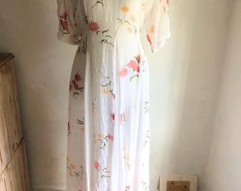 Beautiful White Vintage dress with floral pattern