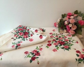 1950's Wilendur Heavy Cotton Tablecloth with  4 Matching Napkins