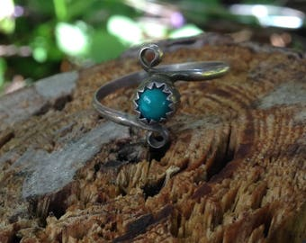 Stamped B Vintage Native Navajo Turquoise Sterling Silver Ring