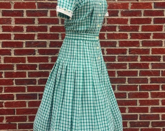 1950s Green Plaid Fit and Flare Midi Dress - 50s Button Down Swing Dress with White Accent Collar and Short Sleeves - Retro Green Dress
