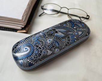 Hand painted glasses case  Hard case for glass Oriental decor Designer eyeglass Gift for women Point to point Oriental art Gift for her