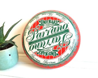 Old Dutch Gouda cheese wheel 'Parrano' (decor/imitation)