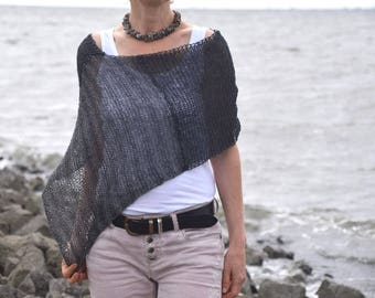 Poncho, knitted scarf, in different shades of gray