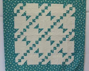 Blue Daisy lap quilt