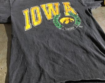 University of Iowa Hawkeyes 1992 T-Shirt Double Lined Color Retro College Tshirt Size Large