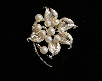 800 Silver Cultured Pearl Brooch