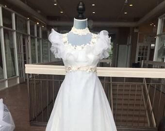 Cute Vintage Dress with Floral Design