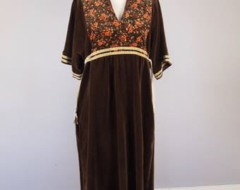Vintage 70s Brown Velvet Maxi Dress - Hippy Boho Kaftan - Plus Size Vintage