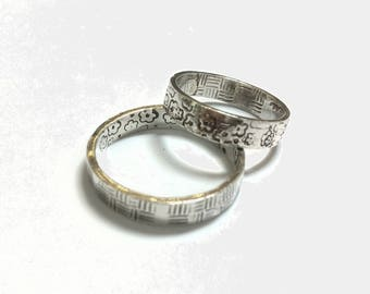 Engagement rings with internal and external texturing