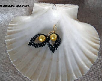 Earrings beads Miyuki chic bohemian handwoven boho chic huichol Indian black and gold