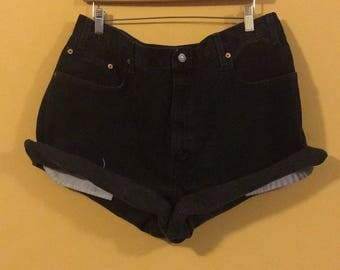 Size XL Black distressed Levi shorts