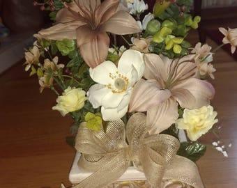 Cream/tan floral arrangement