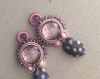 Soutache earrings with glittered cabochon, briolettes and purple and white glass pearl