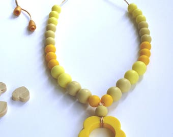 Yellow Teething necklace / Silicone teething necklace / Nursing necklace / Baby teething / Necklace teether / Breastfeeding / Chewelry /