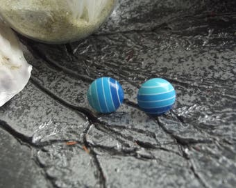 Small Stud Earrings with round cabochon in acrylic with blue stripes on a metal support
