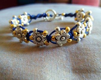 10 flowers silver and silver beads and gold Vintage thread bracelet Lily jewelry birthday mother Christmas gift