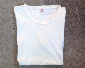 Vtg 1960s 60s HANES white t-shirt / undershirt / rockabilly / heritage / white tee / reinforced neck / workwear / menswear / Medium