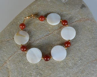 Natural Sea Shell and Agate Bracelet