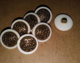 White Filigree Buttons. Antique Buttons. Filigree Buttons. Plastic metal buttons. Sewing buttons. Craft buttons. Decorative buttons