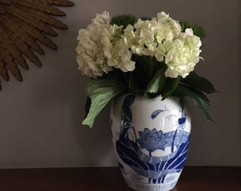 A Vintage Blue and White Chinese Ginger Jar