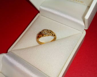 Ring gold and diamonds