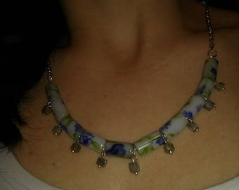 Floral necklace with semiprecious stones
