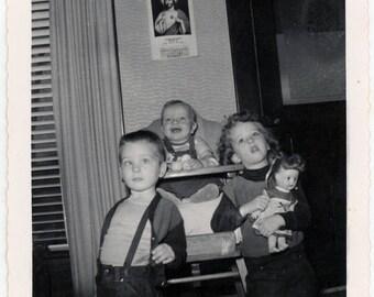 vintage photo 1958 JESUS & Trio Children Baby Cross Eye Boy Girl Doll unusual snapshot
