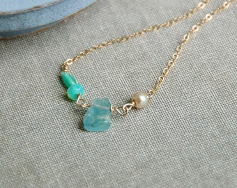 Minimalist rough cut aquamarine gemstone beaded necklace,gold necklace,gemstone necklace,birthstone necklace,dainty necklace.Tiedupmemories