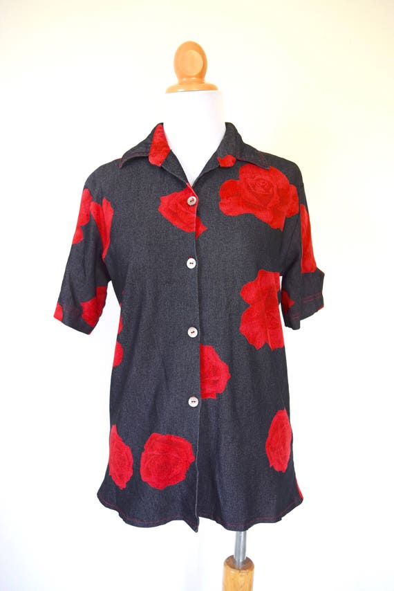 Vintage 90s True Romance Red Rose Short Sleeved Button Down Shirt (size small, medium)