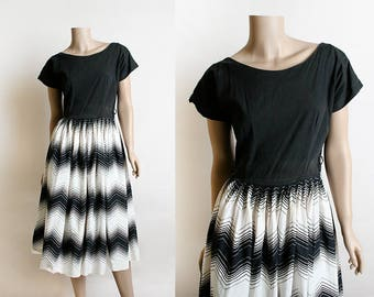 Vintage 1950s Dress - Black and White Zig Zag Print Cotton Full Skirt Dress - Rockabilly Style - Medium Small