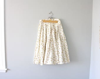 vintage. retro. circle skirt. swing. 1950s 1960s. white. floral pattern. size small. high waisted.