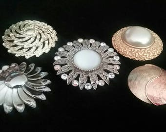 Lot of Jewelry, Vintage Lot of 5 Brooches, Brooch, Pin, Fashion Pin, Vintage Silver and Gold Tone Flower Brooch Pin, Brooch  Lot