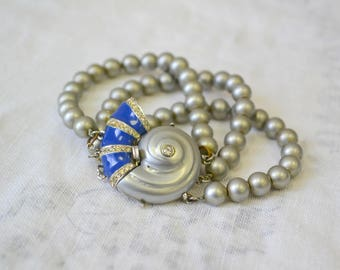 1950s Shell Clasp and Gray Pearl Bracelet