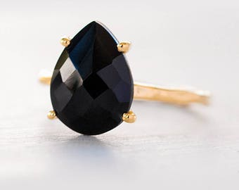 Black Onyx Ring Gold, Black Stone Ring, Solitaire Ring, Stacking Ring, Tear Drop Ring, Prong Set Ring, Hammered Ring, Black Onyx Jewelry