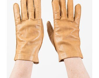 Vintage leather gloves / Caramel light brown leather wrist length driving gloves / S small