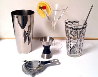 60s Cocktail Mixer Set - Stainless Steel Tumbler, Strainer, Stirrer & Jigger - Glass with Classic Recipes