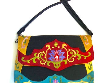 Oovoo tapestry embroidered purse