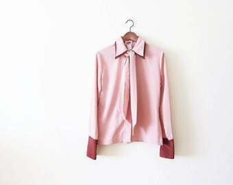 70s blouse/ pussy bow blouse / bow neck blouse / secretary blouse / pink blouse / pointed collar shirt / 1970s clothing / vintage pink shirt