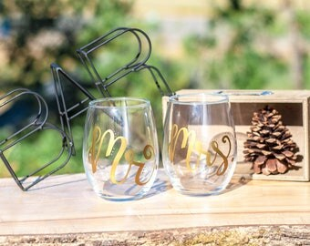 Mr and Mrs Wine Glasses - Wedding Wine Glasses - Wedding Stemless Wine Glasses - Hand Painted Stemless Wine Glasses -