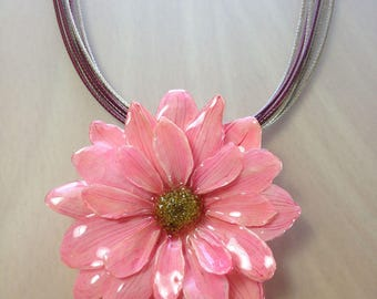 Pink daisy necklace, Pink daisy pendant, Pink daisy jewelry, Pink statement necklace, Pink pendant, Pink flower jewelry