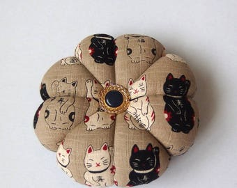 CAT Pincushion Maneki Neko Japanese fabric. Great for a sewing gift. Pins Needle Holder. Round pincushion. Double sided Cats. quilter gift