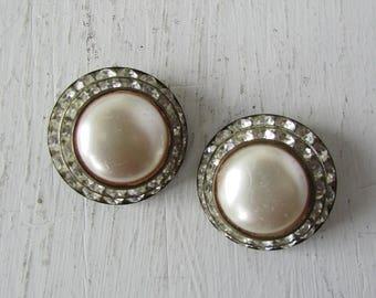 vintage 1950s earrings | vintage earrings | vintage rhinestone earrings | dome rhinestone clip on earrings | Bella's Earrings