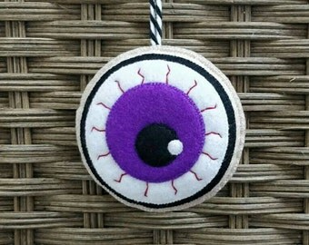 Felt halloween eyeball ornament