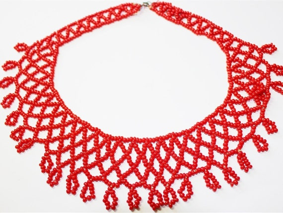 Jolly Vintage Holliday Cherry Red Seed Bead Collar Necklace